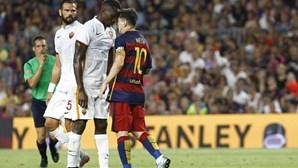 Messi dá cabeçada a adversário