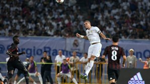 Pepe sofre lesão muscular na perna direita