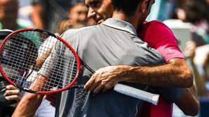 Federer supera Djokovic
