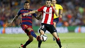 Dani Alves desfalca Barcelona, Busquets recuperado
