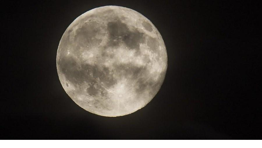 """""""Lua azul"""" na Escópia, a capital da República da Macedónia"""