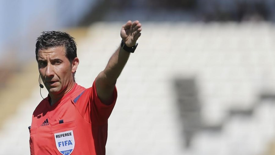 O árbitro lisboeta Hugo Miguel