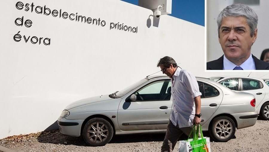 Manuel Costa Reis, companheiro da ex-mulher de Sócrates, levou-lhe ao longo dos meses vários bens, que agora tem ajudado a retirar