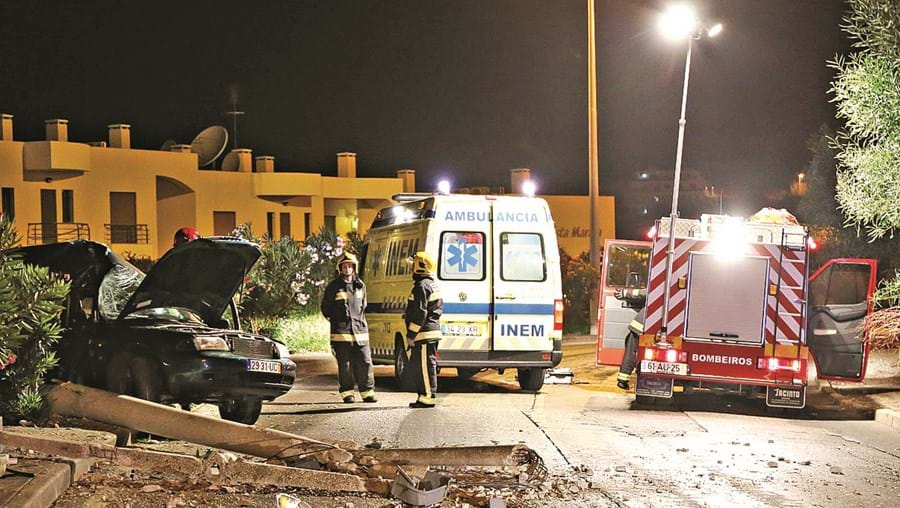 Violento acidente ocorreu entre a rotunda dos Golfinhos e rotunda da Marina de Albufeira