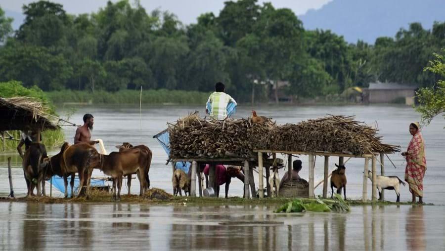 Várias pessoas ficaram isoladas devido às inundações