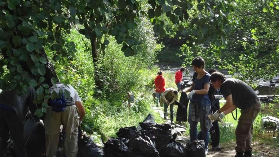 A Associação numa ação de limpeza no Rio Paiva