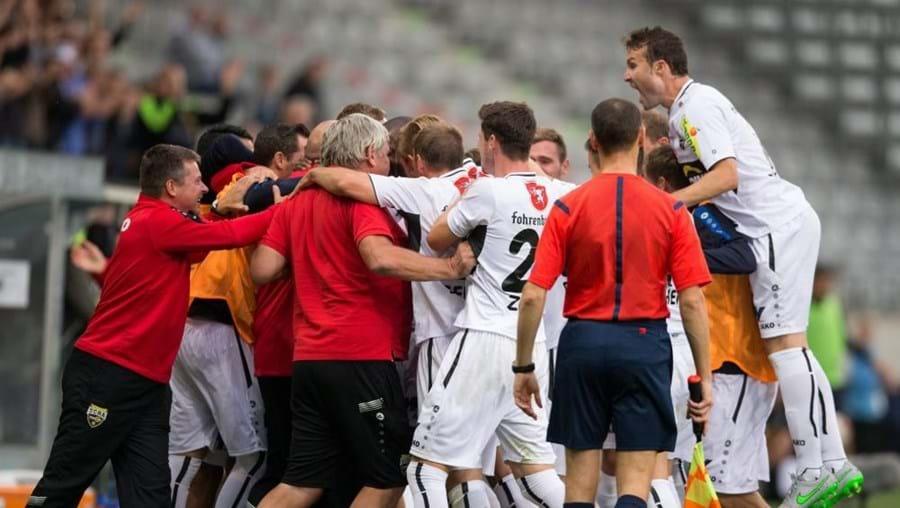Equipa do Altach a festejar o golo frente ao Belenenses
