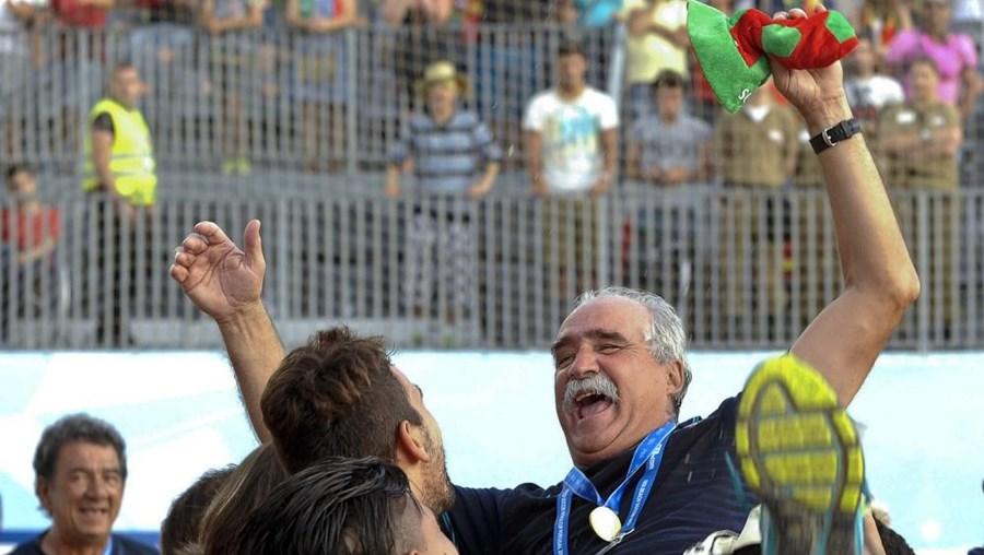 O treinador a festejar a final do mundial, em Espinho