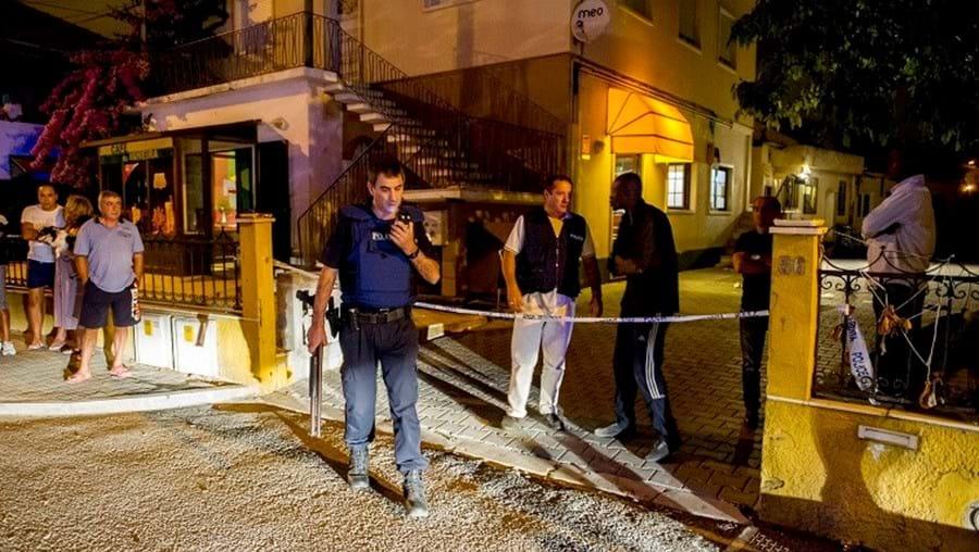 Moradores permaneceram horas no local a acompanhar trabalho das autoridades