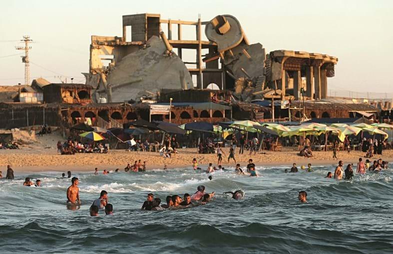 Um dos edifícios destruídos nos bombardeamento do ano passado