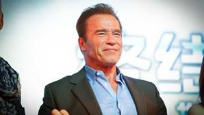 Arnold Schwarzenegger submetido a cirurgia de emergência ao coração