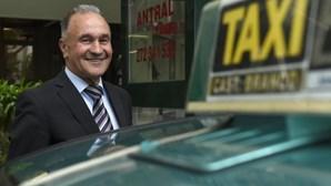 Taxistas planeiam ações diárias contra Uber