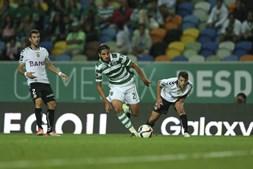 Bryan Ruiz a dominar a bola na primeira parte da partida frente ao Nacional