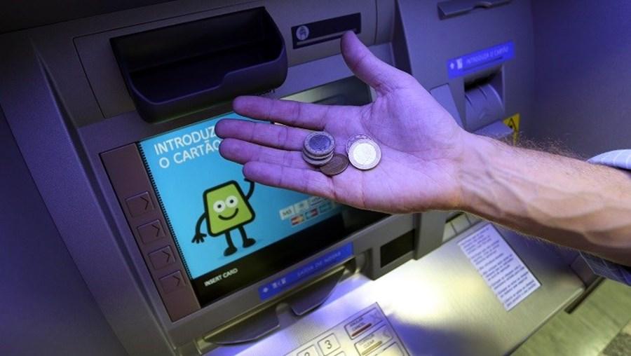 A disponibilização de moedas é uma novidade.  O serviço multibanco tem vindo a modernizar-se