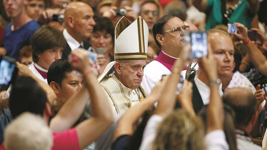 Papa alargou aos padres, no Jubileu, capacidade de perdoar que habitualmente pertence aos bispos