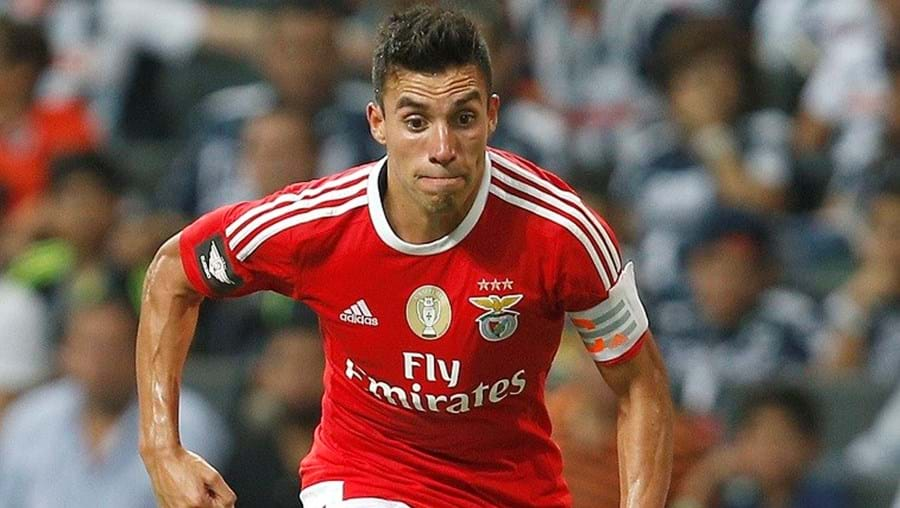 Gaitán preferiu ficar no Benfica e não jogar no Dubai, onde iria ganhar 6 milhões por ano