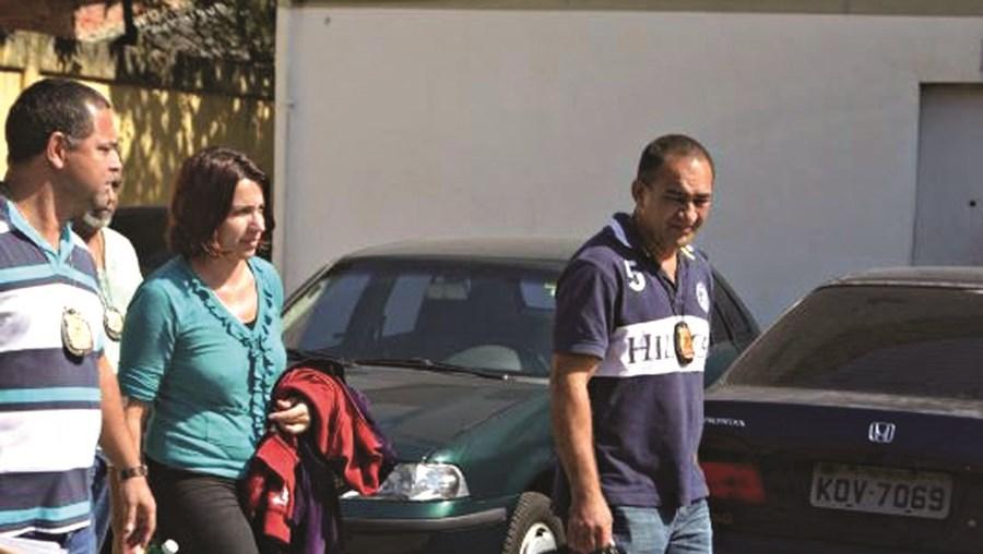 Momento em que Telma Garcia é levada para a esquadra, no Brasil, em julho do ano passado