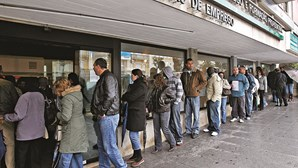 Subsídios de desemprego devolvidos ao Estado