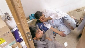 Bombas dos EUA arrasam hospital no Afeganistão