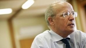 Santos Silva diz que não faz sentido precipitar crise no PS