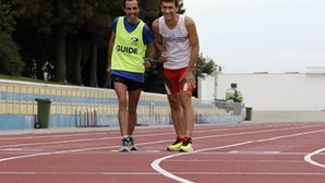 Português, atleta, campeão e... cego