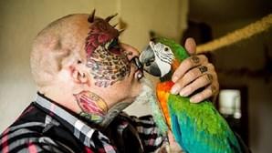 Remove orelhas para ficar parecido com papagaio