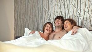 App ajuda a ter sexo a três