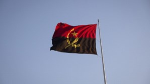 Dívida pública de Angola sobe para 110% este ano