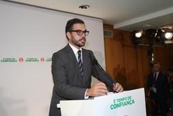 Duarte Cordeiro, diretor de campanha do PS, discursa na sede de campanha depois de anunciados os resultados