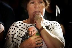 Reação de uma apoiante do PS ao saber o resultado das eleições legislativas
