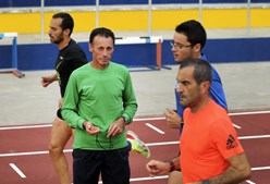 Pedro Pessoa (na foto, de verde) é treinador determinado de Nuno e desafia mais invisuais a abraçarem a modalidade: 'eu treino-os'