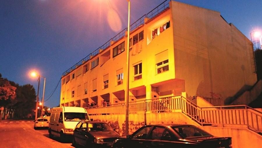 O ataque ocorreu no interior de casa na rua de Alfornelos