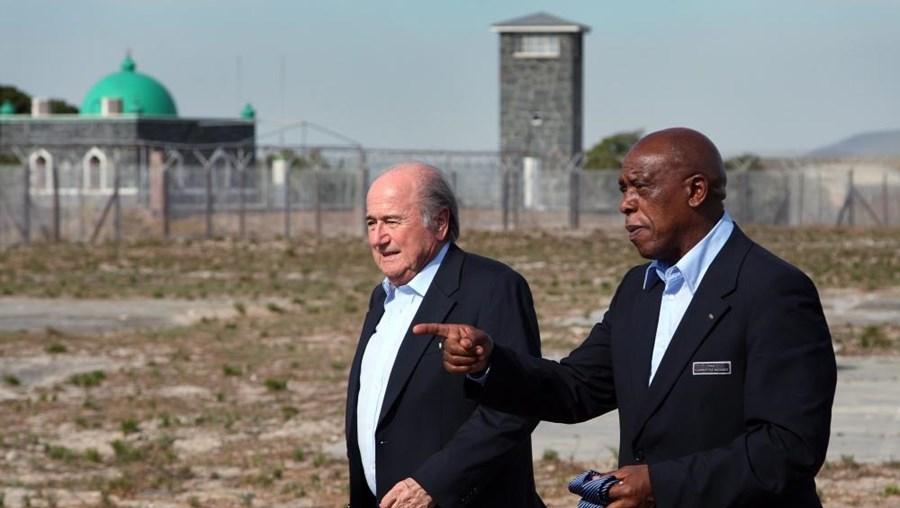 Blatter e Tokyo Sexwale em 2009