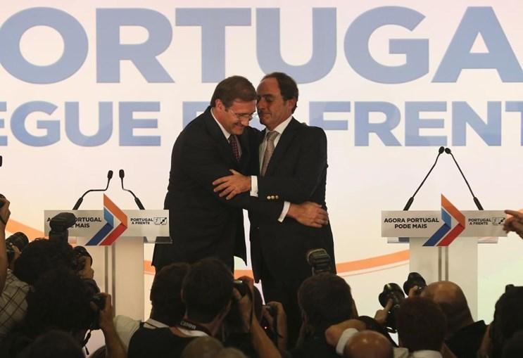 Passos Coelho e Paulo Portas cumprimentam-se