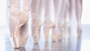 Dois bailarinos selecionados para concurso de dança