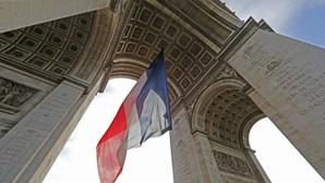 """Barulho de """"grande explosão"""" ouvido em toda a cidade de Paris"""