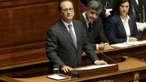 Presidente francês diz que o país está em guerra