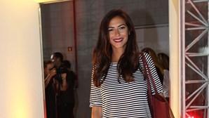 Sofia Ribeiro protegida pelos colegas
