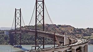 Caçados a escalar ponte 25 de Abril