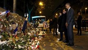 Obama e Hollande prestam homenagem no Bataclan
