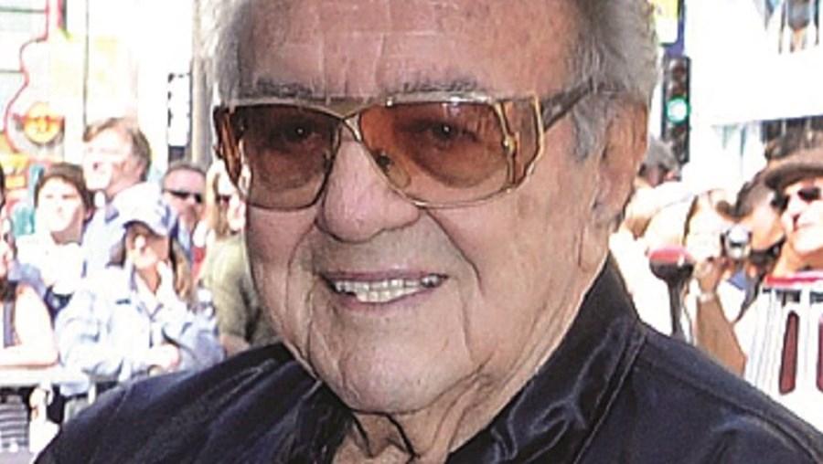 George Barris, que tinha 89 anos, fez o  'Batmobile' em 1966
