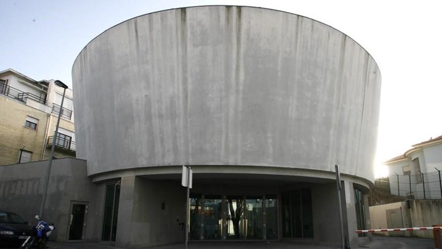 Além da Judiciária, estiveram no local os Bombeiros Sapadores do Porto