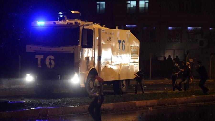 Bombista suicida fez-se explodir durante uma operação policial