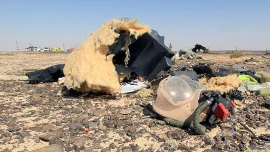 Destroços do avião russo que se despenhou no Sinai