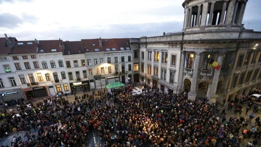 Participantes eram revistados pela polícia antes de entrar na praça comunal