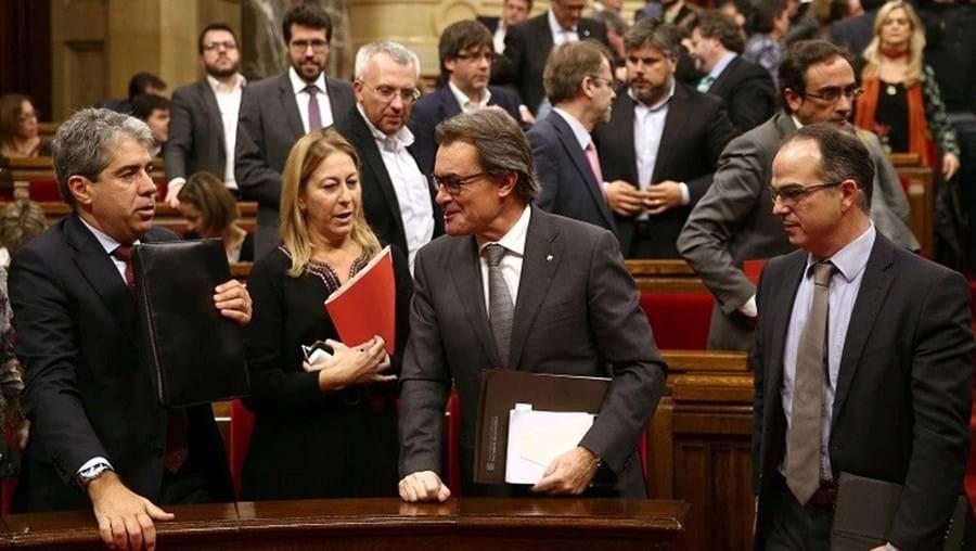 Ex-presidente Artur Mas (ao centro) tem agora apoio do CUP