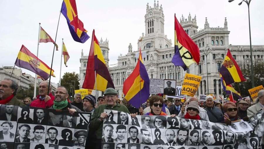 Mais de mil pessoas manifestaram-se nas ruas de Madrid