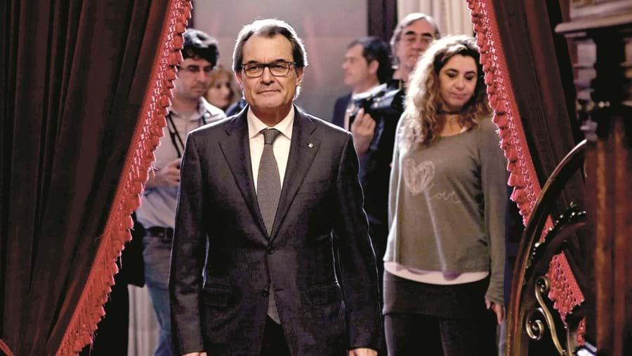 Muitas empresas ameaçam deixar a Catalunha se o projeto separatista de Artur Mas seguir avante