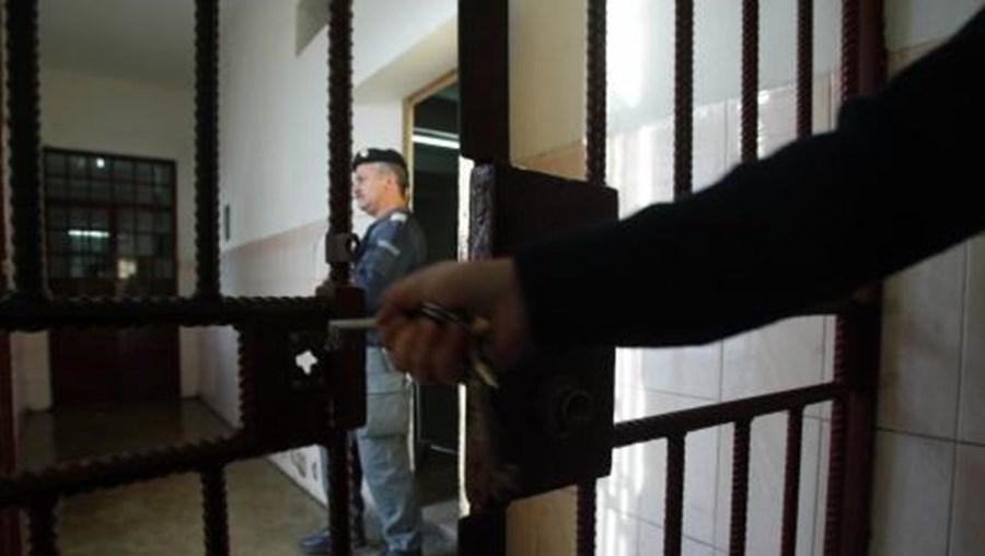 O arguido está em prisão preventiva