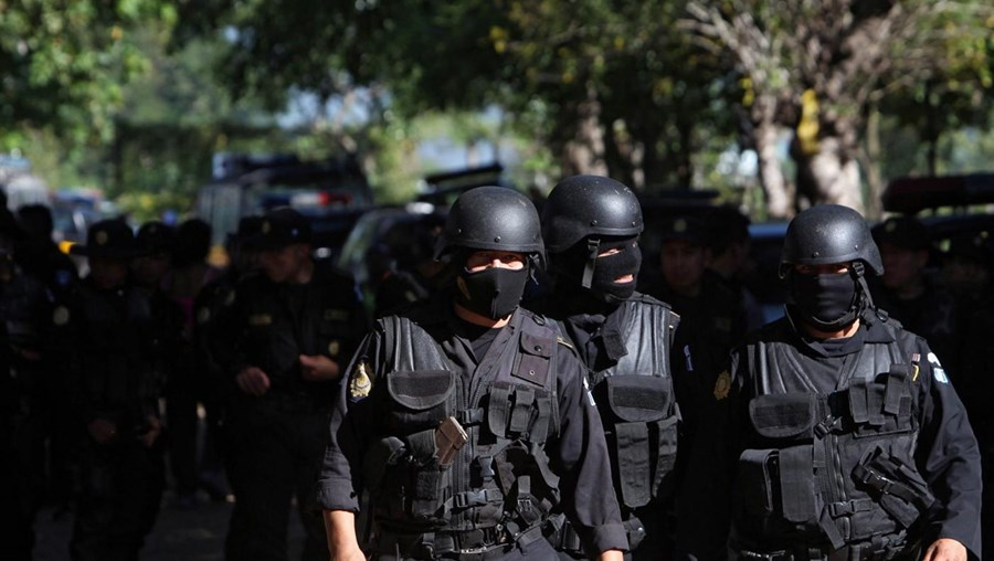 Militares e polícias cercaram a prisão Granja Penal Canada